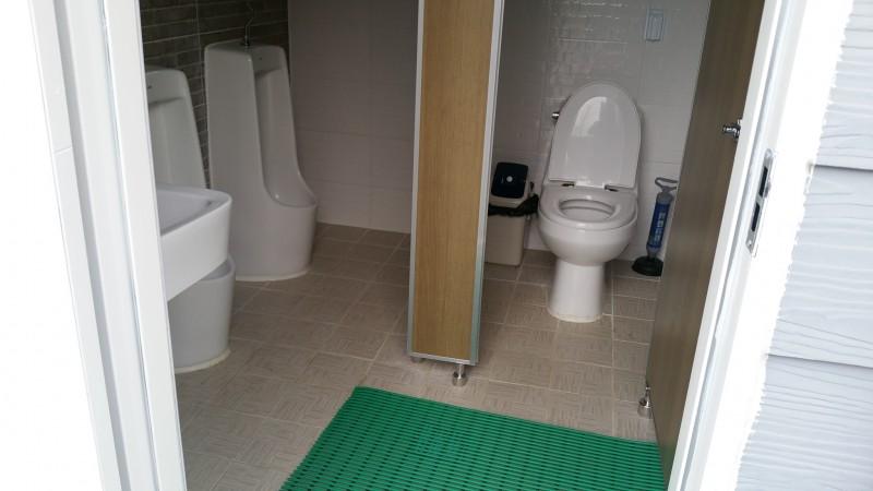 남자화장실.jpg